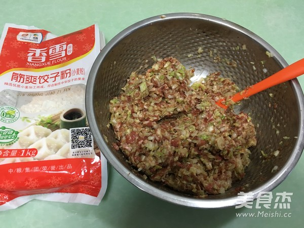 香雪面粉蒸烫面猪肉白菜大饺子怎么煮