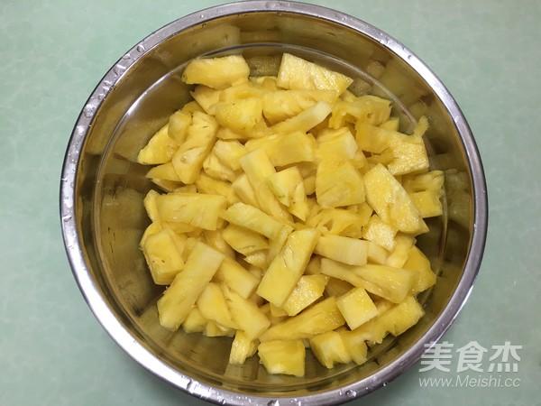 菠萝糖水罐头怎么吃