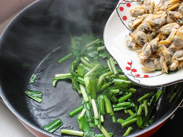 韭菜炒蛤蜊怎么炒