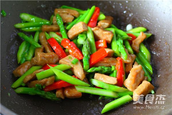 芦笋炒猪柳怎么吃