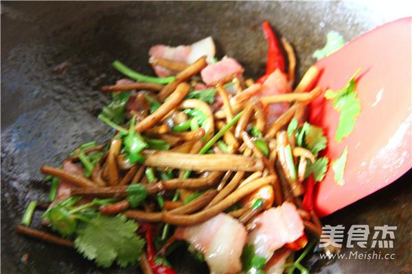 干锅茶树菇怎么炒
