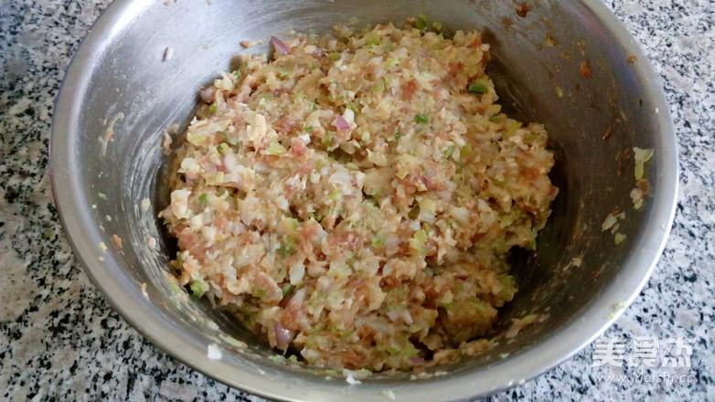 芹菜卷心菜肉包子怎么煮