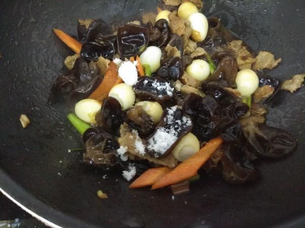 肉炒鹌鹑蛋木耳怎么吃
