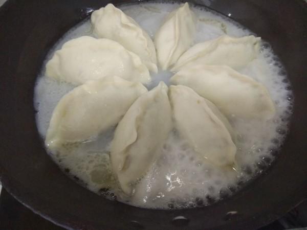 发面水煎饺子怎么吃