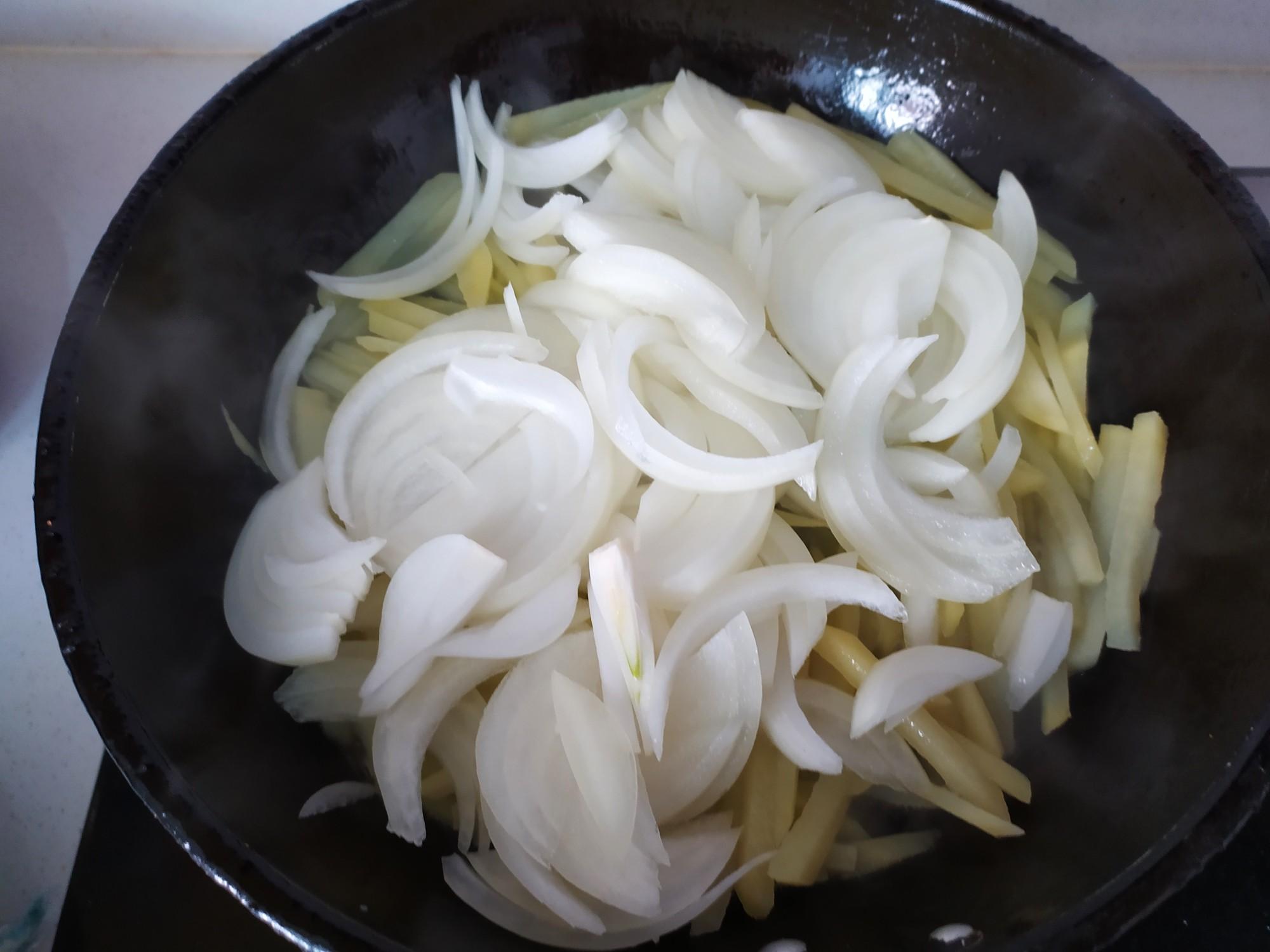 土豆丝炒洋葱的家常做法