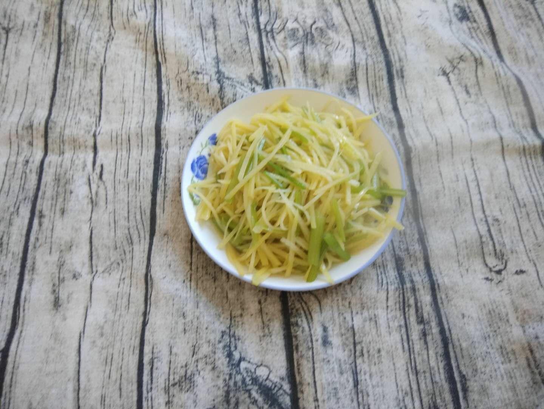 土豆丝炒芹菜怎么炒