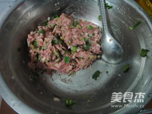 香菜牛肉水饺的家常做法