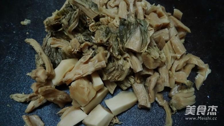 梅菜炖五花肉怎么做