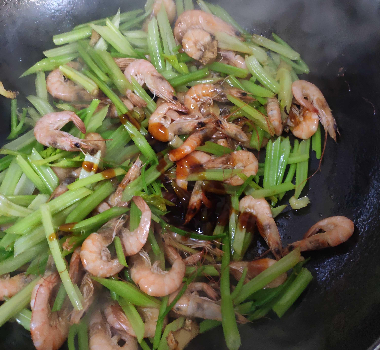 芹菜小河虾怎么吃