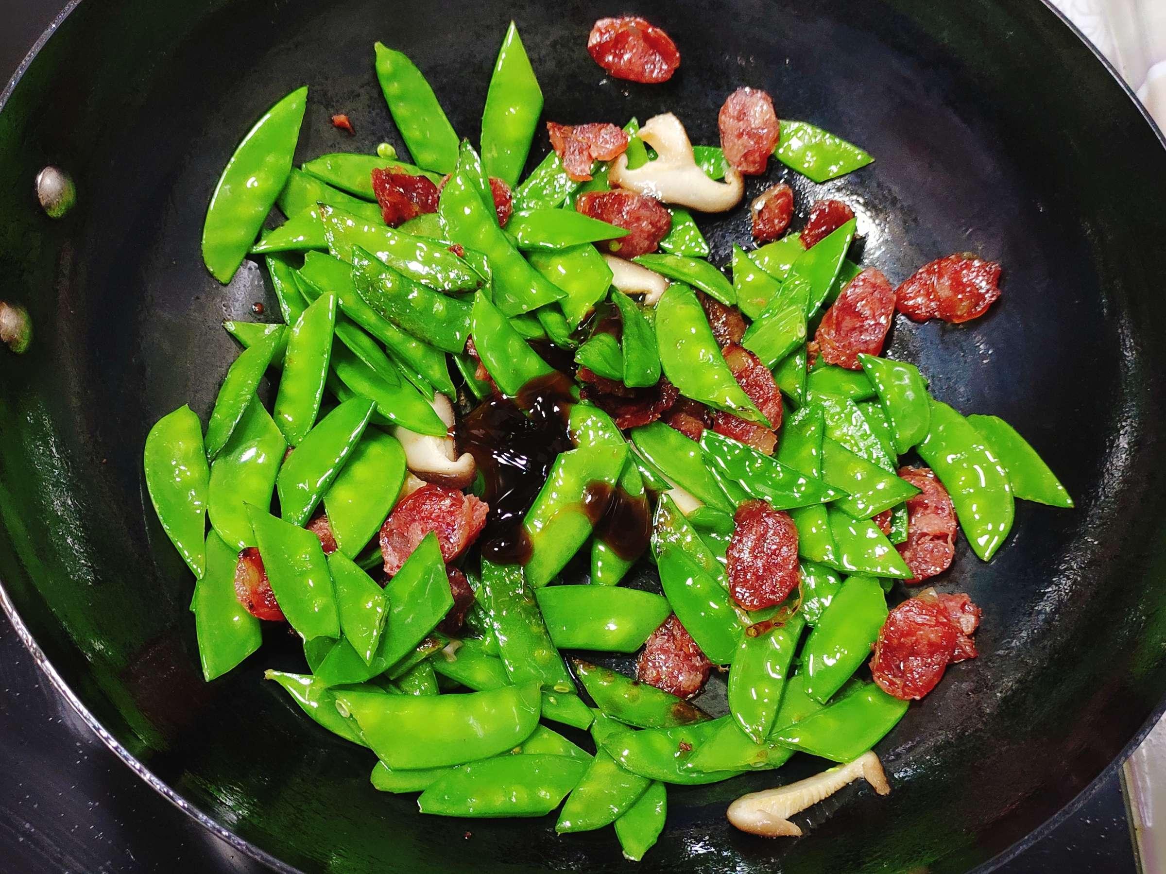 清淡不油腻的腊肠炒荷兰豆怎么炒