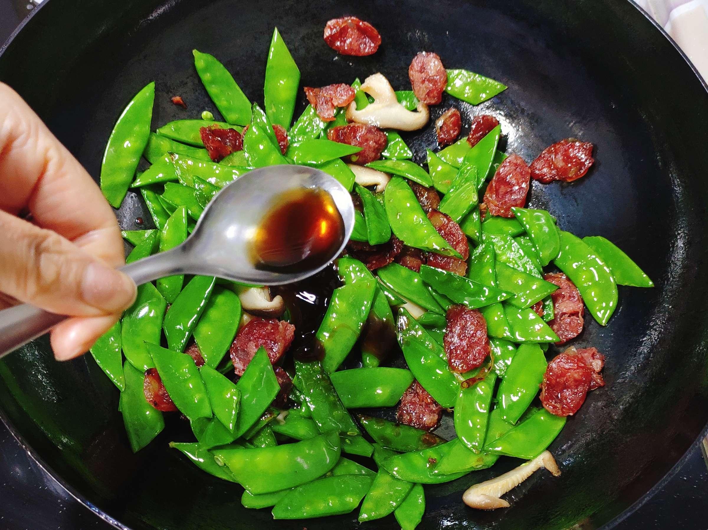 清淡不油腻的腊肠炒荷兰豆怎么煮