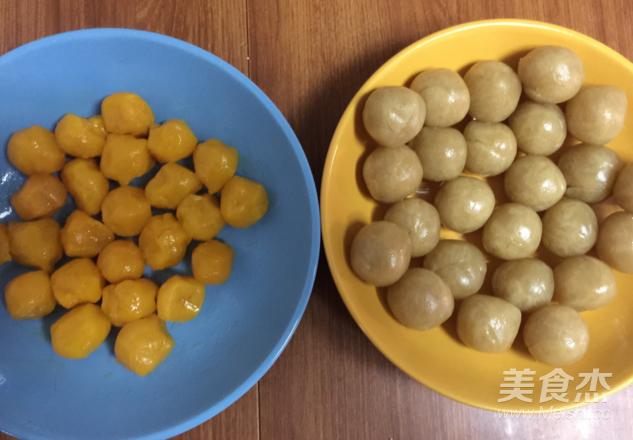 莲蓉蛋黄酥的家常做法