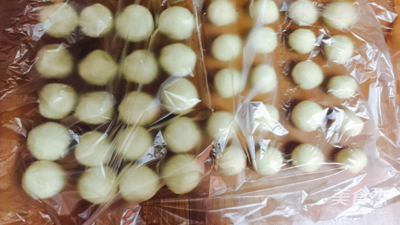 莲蓉蛋黄酥的简单做法