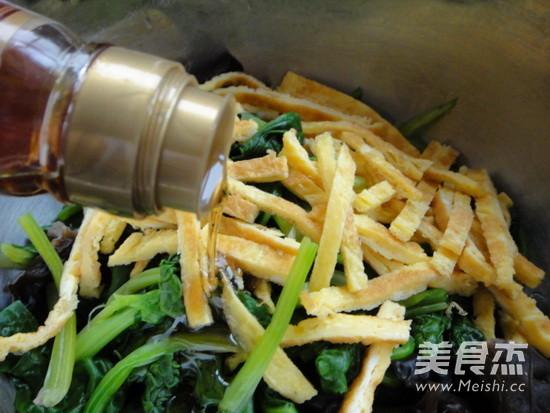 芥末菠菜拌木耳的简单做法
