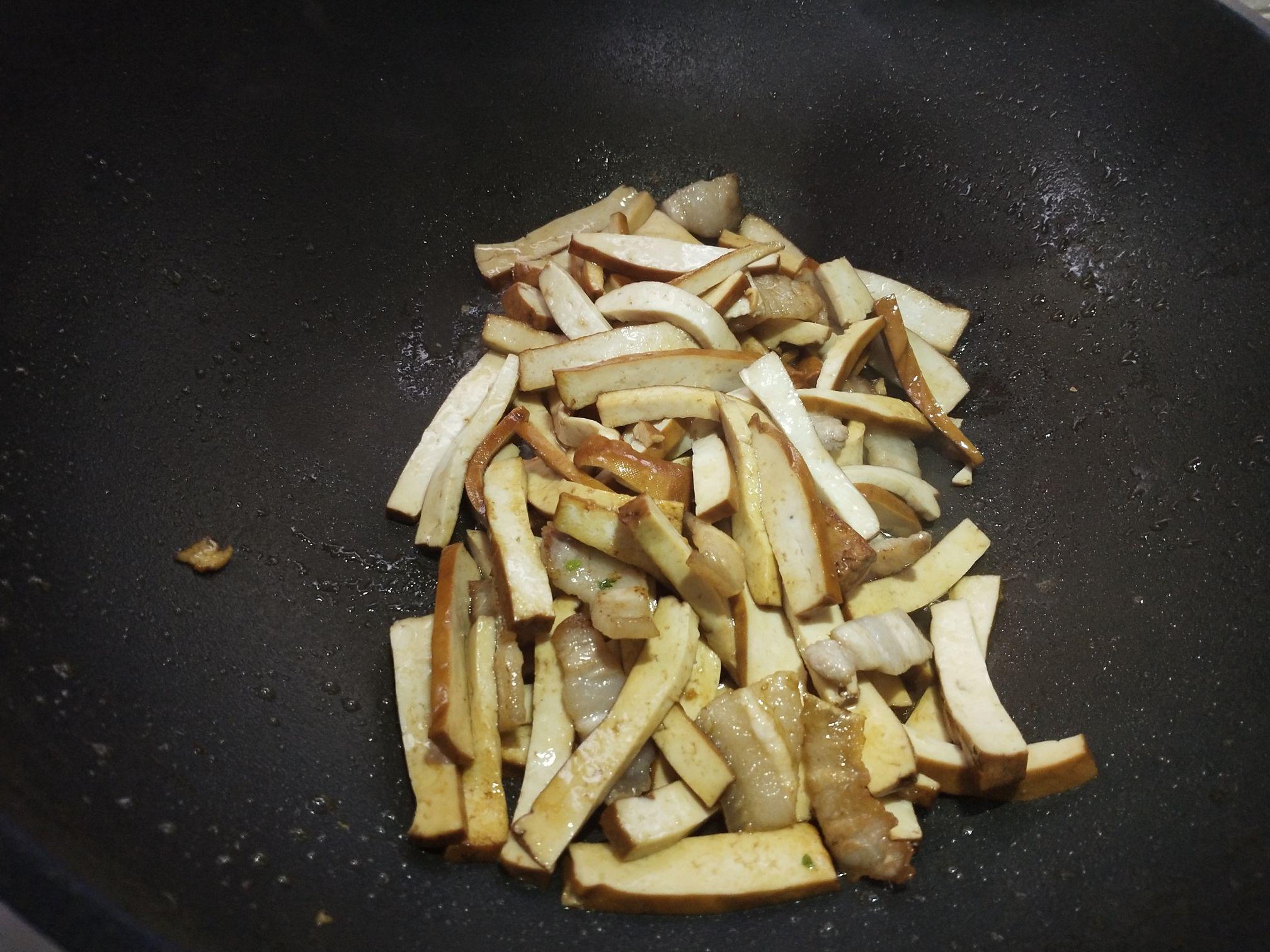 香干炒芹菜的家常做法