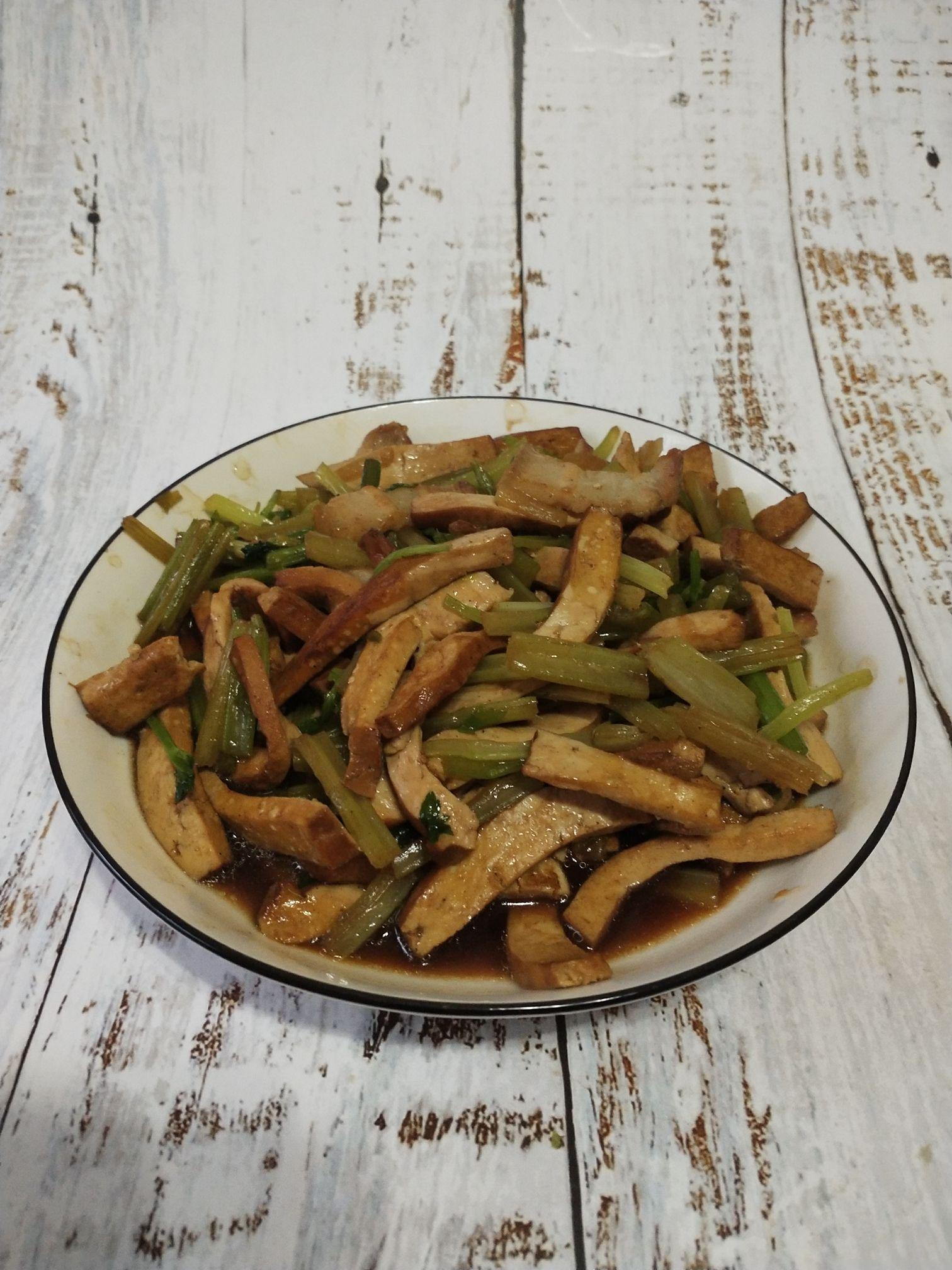 香干炒芹菜怎么吃