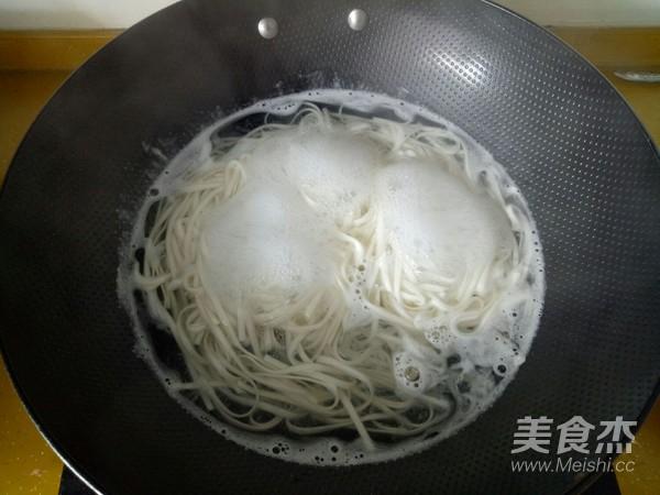 西红柿鸡蛋面怎么炒