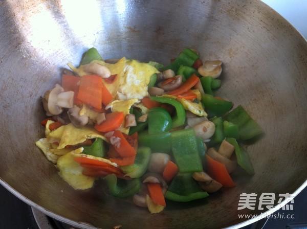 双孢菇炒鸡蛋怎样做