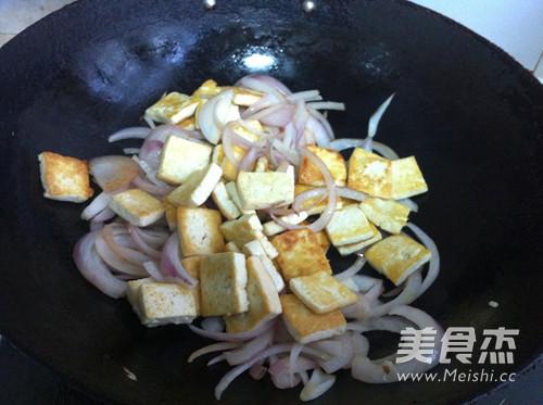 圆葱烧豆腐的简单做法
