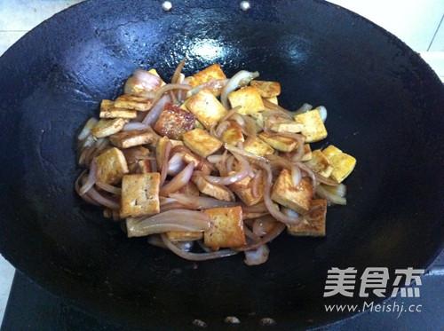 圆葱烧豆腐怎么炒