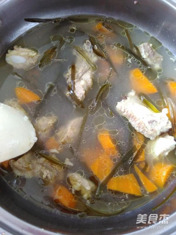 海带排骨汤的步骤