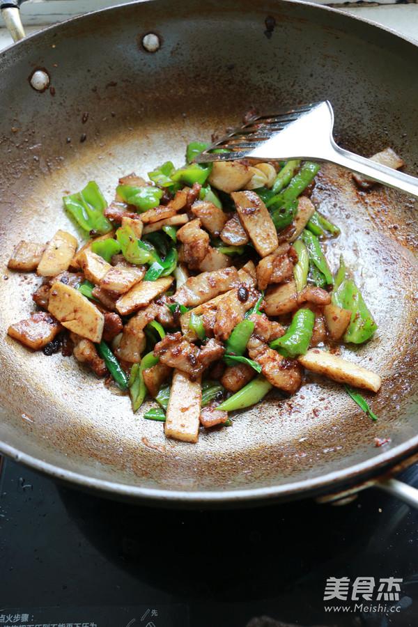 豆瓣酱皱皮椒炒花肉怎么炒
