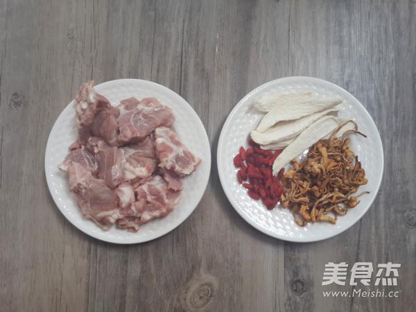 汤虫草花淮山炖猪骨的步骤