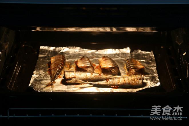 盐烤秋刀鱼怎么吃