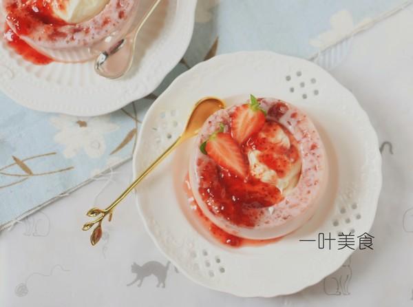 草莓芝士慕斯成品图