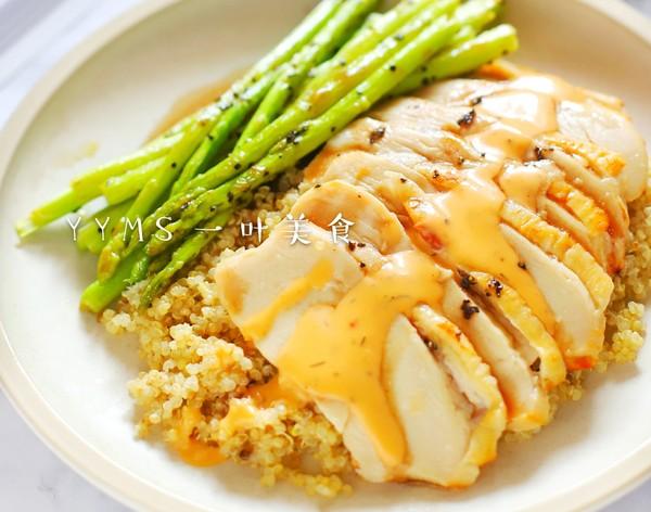 芦笋鸡胸肉藜麦沙拉成品图