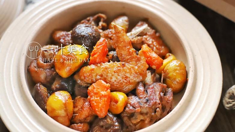土锅冬菇栗子焖鸡成品图