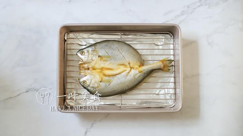 椒盐烤黄花鱼的步骤