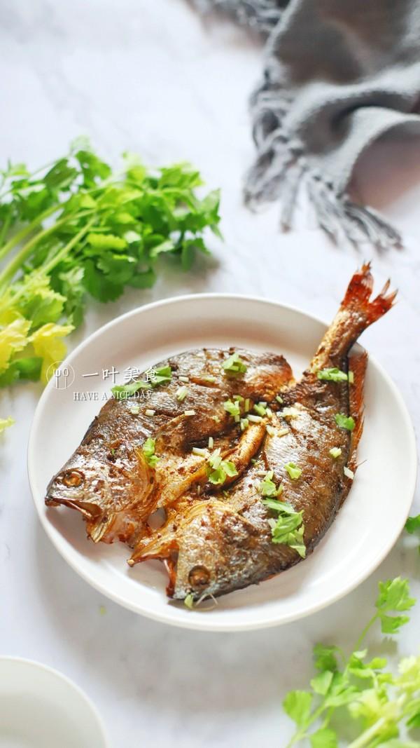 椒盐烤黄花鱼成品图