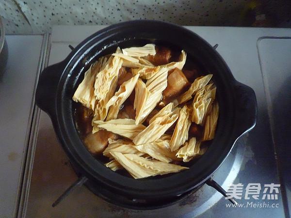 五花肉焖腐竹怎样做