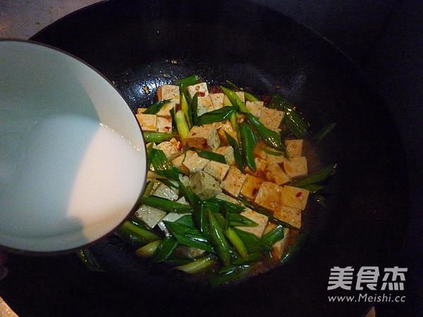 蒜苗烧豆腐怎样做