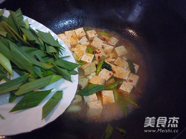 蒜苗烧豆腐怎样煸