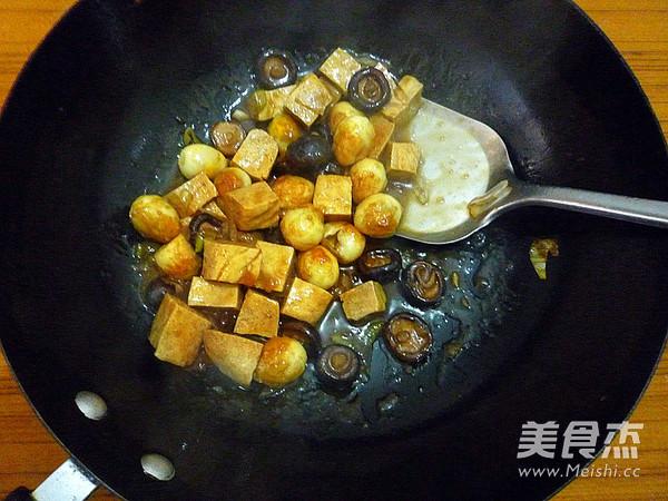 香菇冻豆腐烧鹌鹑蛋怎样做