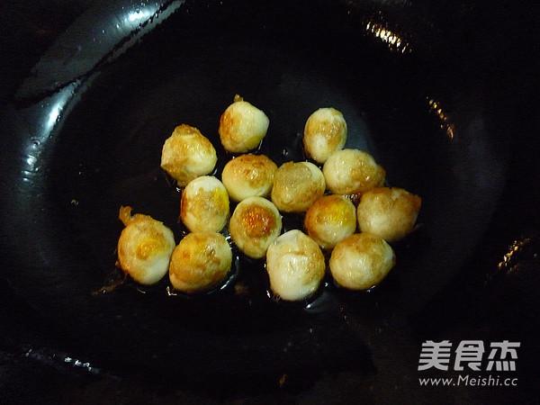 香菇冻豆腐烧鹌鹑蛋的家常做法