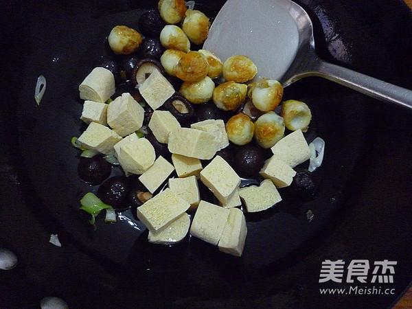 香菇冻豆腐烧鹌鹑蛋怎么做
