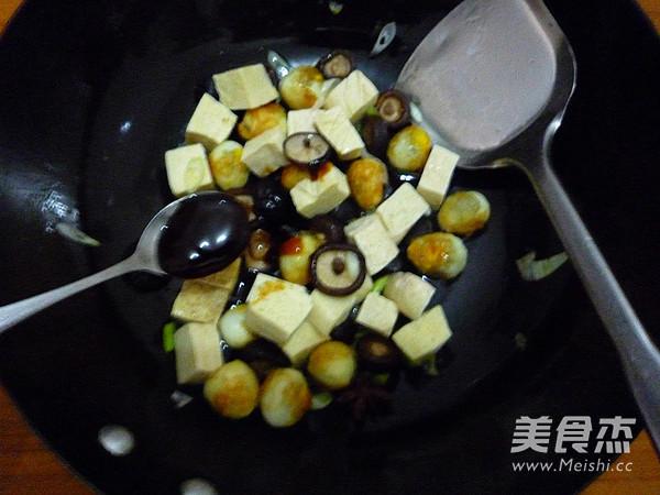 香菇冻豆腐烧鹌鹑蛋怎么煮