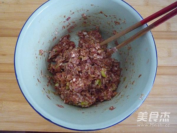酸菜鲜肉水饺的家常做法