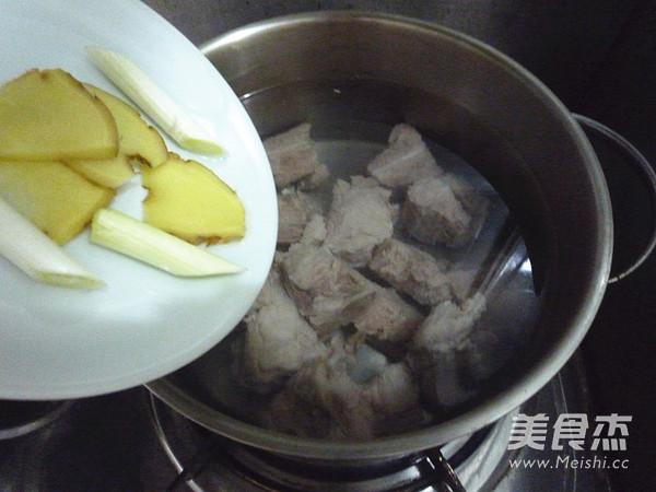白萝卜排骨汤的简单做法