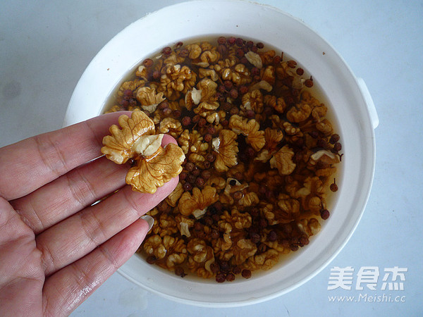 椒盐核桃仁的简单做法
