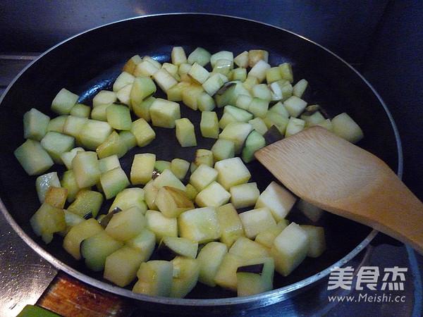 五花肉烧茄丁的简单做法