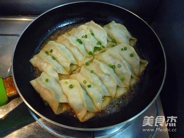 鲜肉豇豆锅贴的制作方法