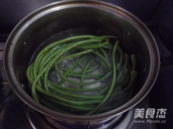 鲜肉豇豆锅贴的简单做法