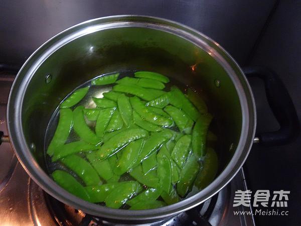 荷兰豆炒虾球怎么吃