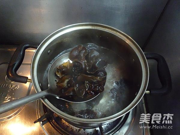 木耳拌菠菜的家常做法