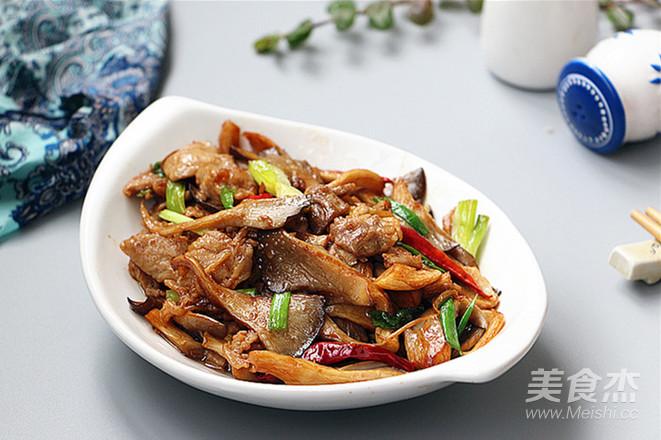 肉片炒鲜蘑成品图