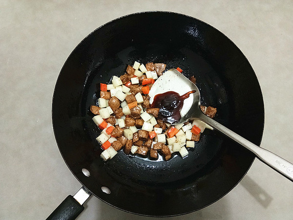 黑椒肉粒炒年糕怎么煸